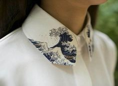 Hokusai's The Great Wave of Kanagawa // Painted collar