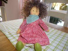 Meine Puppe ist ca.35cm groß und wurde liebevoll in Details hergestellt. Die Haare sind aus braunem Tibetlamm gefertigt, sie können je nach Fell auch etwas länger ausfallen. Melins Körper ist aus...