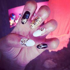 ideas for nails almond design zendaya nailart Gold Nail Designs, Almond Nails Designs, Cute Nail Designs, Cute Almond Nails, Almond Shape Nails, Zendaya Nails, Nailart, Celebrity Nails, Trendy Nail Art