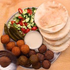 Kosher Recipes, Raw Food Recipes, Cooking Recipes, Israeli Breakfast, Israeli Food, Israeli Recipes, Savoury Finger Food, Falafels, Jewish Recipes