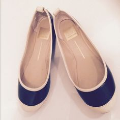 📢 LAST CALL 💎Black and cream flats by Dolce Vita Gently used Dolce Vita Shoes Flats & Loafers