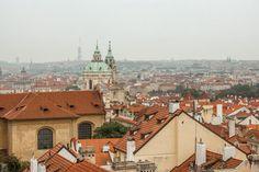 Ein Tag in Prag bietet Gelegenheit für einen Stadtspaziergang vom Altstädter Ring, über die Karlsbrücke zur Prager Burg und das Palais Waldstein.