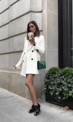 10 Simple Wardrobe Essentials For Women Minimal Classic Street Styles . Olivia Palermo Outfit, Estilo Olivia Palermo, Look Olivia Palermo, Olivia Pope Outfits, Winter Mode Outfits, Winter Fashion Outfits, Chic Outfits, Trendy Fashion, Autumn Fashion