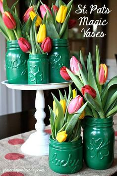 St. Pat's Magic Vases: Just like *MAGIC* you can tranform Mason Jars {or any glass jars} into fun and festive vases for St. Patrick's Day! #stpatricksday
