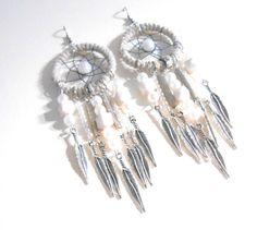 Boucles doreille Dreamcatcher blanche par jewelryBYplk sur Etsy, $27.00