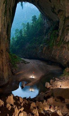 Pelo Mundo... Caverna Son Doong , Vietnam. A maior do mundo.