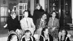 Relaxed: David Bowie (second left) and his wife Iman sit as they watch a Suronan ceremony at Mangkunegaran Palace in 1991, accompanied by businessmen Setiawan Djody (far right) and Yapto Soerjosoemarno (behind). (Mangkunegaran Palace file photo)