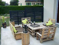 Mesa con palets, encuentra más ideas para decorar de forma ecológica aquí...http://www.1001consejos.com/eco-decoracion/