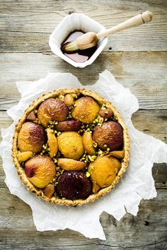 crostata pesche e pistacchi - crostata di pesche - peach and pistachio tart - peach tart....in Italian - will need to translate...looks wonderful....