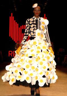 #fashion #food #eggs #dress #catwalk #critical #expo2015 #vestiMIcg
