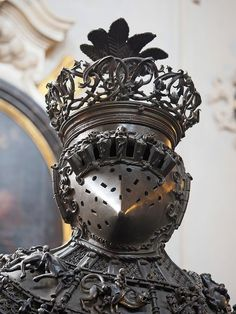 """𐌖𐌉𐌊𐌀𐌃𐌄 on Twitter: """"Craft objects that make Hephaistos proud… """" Medieval Weapons, Medieval Knight, Medieval Fantasy, Armadura Medieval, Character Inspiration, Character Design, Ceramic Sculpture Figurative, Soldier Costume, Arm Armor"""