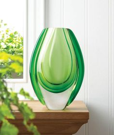 Vibrant green flows through this stunning art glass vase, and it looks just as spectacular empty as it does with a fresh bouquet of flowers. Set it near a window and watch as sunlight streaming through makes this vase even more beautiful. Gold Centerpieces, Vases Decor, Flower Vases, Flower Art, Art Flowers, Contemporary Vases, Modern Art, Modern Glass, Discount Home Decor