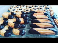 Fursecuri fragede un 10 minute | Galletas en 10 minutos | Cookies in 10 minutes tasty - YouTube Mini Cupcakes, Desserts, Recipes, Tasty, Cookies, Food, Youtube, Sweets, Tailgate Desserts