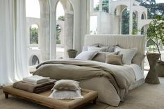 Coordinate your entire home this with dinner sets, bed linen & home, bedroom or bathroom décor & Christmas decorations from the Zara Home catalogue. Home Staging, Zara Home Bedroom, Master Bedroom, Gray Bedroom, Bed Sets, Zara Home Linen, Vintage Bedding Set, Bedroom Furniture, Bedroom Decor