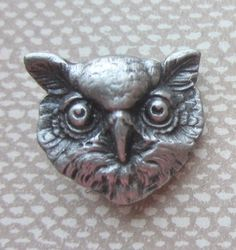 Battersea Pewter Owl Button.  1976 Backmark.  Realistic Owl Button. Wonderful Details. OneWomanRepurpsed B 682 by OneWomanRepurposed on Etsy