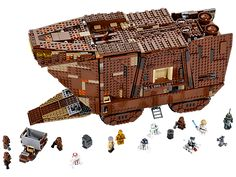 Collect a true icon of the classic Star Wars™ universe – the mighty Sandcrawler™!