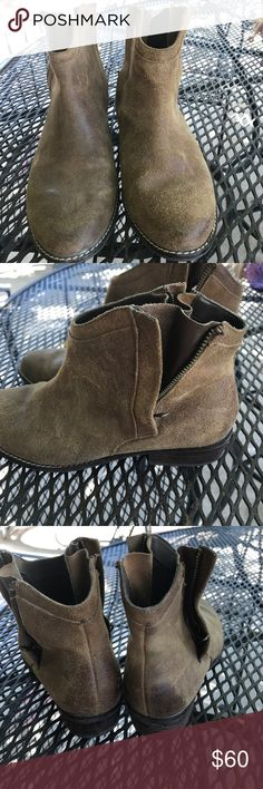 Dolce Vita Deyla Booties suede upper for a soft, supple fit. The dual back zippers ensure easy on/off./cushioned footbed and traction DV by Dolce Vita Shoes Ankle Boots & Booties