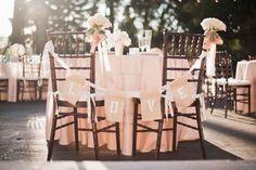 Cómo decorar las sillas de los novios en la boda by #Innovias https://innovias.wordpress.com/2016/09/07/como-decorar-las-sillas-de-los-novios-en-la-boda-by-innovias/