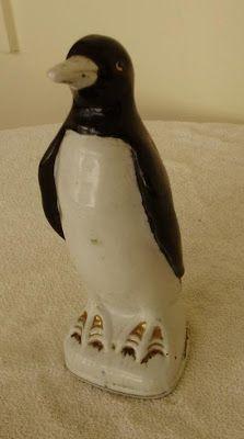 """É da sua Época? Quem se lembra ou tinha o """"Pinguim de Geladeira"""" em meados anos 80? Era comum encontrar em cima da Geladeira. Você se lem..."""