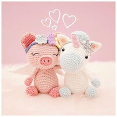 A magical friendship... • (The patterns for Pippa Pig and Aurora the Unicorn are available in my Etsy shop and at @amigurumipatterns ☺️) • #amigurumi #crochet #crochetdoll #amigurumipattern #etsy #etsyAU #bubblesandbongo #littleaquagirl #unicorn #pig #あみぐるみ