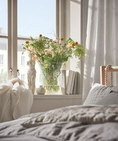 See how you can give your bedroom a sleep-enhancing makeover with natural materials, round shapes and the BJÖRKSNÄS birchwood furniture collection. Ikea Interior, Bathroom Interior Design, Birchwood Furniture, Natural Bedroom, Natural Bedding, Natural Calm, Cosy Bedroom, Bedroom Ideas, Condo Living