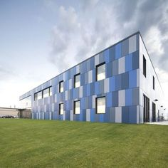 New Educational Space ideas Blue Building, Building Exterior, Building Facade, Building Design, Factory Architecture, Colour Architecture, Industrial Architecture, Facade Design, Exterior Design