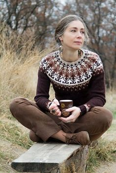 fair isle knitting Ravelry: Distant shores pattern by Iaroslava Rud Tejido Fair Isle, Icelandic Sweaters, Mode Boho, Fair Isle Pattern, Looks Chic, Fair Isle Knitting, Fair Isles, Mode Inspiration, Knitting Designs