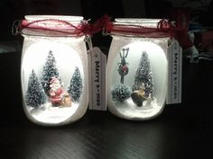 Made of (alarm) glasses, artificial snow and other . Christmas Shadow Boxes, Christmas Mason Jars, Christmas Centerpieces, Christmas Decorations, Xmas Crafts, Christmas Projects, Christmas Holidays, Mason Jar Crafts, Mason Jar Diy