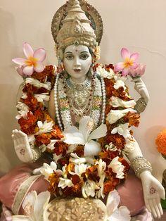 Deepavali Special, Pooja Rooms, Radhe Krishna, Indian Gods, Gods And Goddesses, Mobile Wallpaper, Princess Zelda, Decorations, Yoga