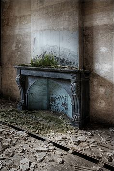 Lost | Forgotten | Abandoned | Displaced | Decayed | Neglected | Discarded | Disrepair | Chateau Venetia 2014