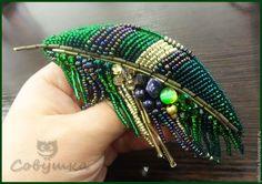 Купить Брошь 2 - зелёный, брошь, перо, ручная работа, Вышивка бисером, подарок