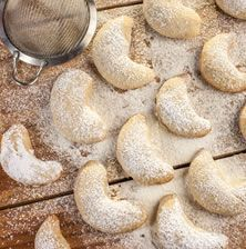 Also known as Mexican Wedding Cookies, these sweet little treats are filled with toasty, buttery,[…] Turkish Recipes, Greek Recipes, Desert Recipes, Greek Sweets, Greek Desserts, Christmas Baking, Christmas Time, Christmas Recipes, Mexican Wedding Cookies