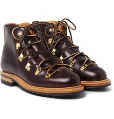 Established in 1931, Canadian label Viberg is still family owned and operated - the founder's son, Mr Glen Viberg, spends much of his time in the brand's workshop, assisting with the creation of every piece. Skillfully cobbled, these 'Hiker' boots are crafted from whole-cut chocolate-brown leather, making them naturally waterproof. Set on Goodyear®-welted Dainite soles for traction and stability, they're a stylish choice to tackle rugged terrain. The D-ring toe-lace system provides an…