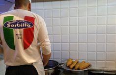 Antica Pizza Fritta da Zia Esterina di Gino Sorbillo Napoli #pizzafritta #napoli #pizzerianapoli #ziaesterina #ginosorbillo #ilovenapoli