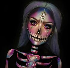 41 Most Jaw-Dropping Halloween Makeup Ideas That Are Still Pretty: Pretty Skull Makeup for Halloween / Click though to see more awe inspiring pretty Halloween makeup looks, gorgeous Halloween makeup and Halloween costumes. halloween makeup looks Amazing Halloween Makeup, Halloween Makeup Looks, Halloween Kostüm, Halloween Coloring, Halloween Costumes, Halloween Skull Makeup, Pretty Skeleton Makeup, Vintage Halloween, Makeup Clown