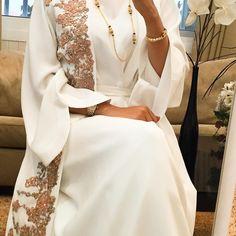 Last piece Price. 1900 Dhs Sizes. S. M. L. Deliver worldwide. آخر قطعه السعر. ١٩٠٠ درهم التوصيل. لجميع الدول Muslim Women Fashion, Arab Fashion, Islamic Fashion, Modest Fashion, Fashion Dresses, Event Dresses, Modest Dresses, Hijab Style Dress, Arabic Dress
