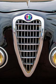 Alfa Romeo Milano Grille - Car photographs by Jill Reger