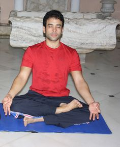 International Yoga Day: These celebs will inspire you to stay fit - Entertainment #bollywoodcelebs #fitnessgoals #yogaday #bollywoodactors #worldyogaday