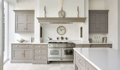 This contemporary shaker kitchen is the perfect addition to any modern kitchen space, featuring stunning grey island and bespoke storage solutions. Kitchen Interior, Home Decor Kitchen, Shaker Style Kitchens, Gray And White Kitchen, Contemporary Kitchen, New Kitchen, Modern Shaker Kitchen, Home Kitchens, Kitchen Styling