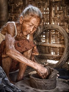 Kasongan, Yogyakarta Indonesia.  Pottery Craft Maker by Rose Kampoong