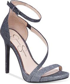 Jessica Simpson- love her heels!
