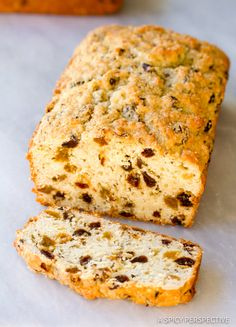 Sweet Irish Soda Bread Recipe, perfect for Saint Patrick's Day. Two tender loaves of slightly sweet bread speckled with raisins and caraway. Quick Bread Recipes, Gourmet Recipes, Cooking Recipes, Irish Stew, Irish Soda Bread Recipe, Irish Bread, Bread Toast, Pub Food, Irish Recipes