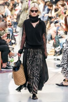 Sacai Spring 2020 Menswear Fashion Show - Vogue Mens Fashion Week, I Love Fashion, Fashion 2020, Runway Fashion, Spring Fashion, Fashion Outfits, Fashion Design, Fashion Trends, Men's Fashion