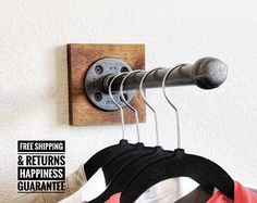 Möbel Industrial pipe clothing rack Industrial hanger retail Kitchen Islands: The Right Choice for Y Rack Industrial, Vintage Industrial Furniture, Industrial Windows, Industrial Apartment, Industrial Chair, Pipe Clothes Rack, Clothes Hanger, Diy Clothes Rack Wood, Hanging Clothes