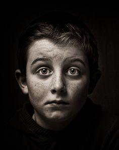 Aqui está um vitrine feita por vários fotógrafos. retratando um forte senso de emoção, personalidade e vida.