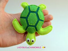 The Best Toys of 2019 are Totally Santa Approved! Baby Crafts, Felt Crafts, Felt Turtle, Felt Fish, Turtle Crafts, Turtle Pattern, Baby Mobile, Felt Decorations, Felt Patterns