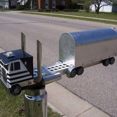 Wouldn't you love to have this mailbox? #Truckers #Trucking #SemiTrucks