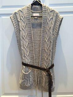 Gilet sans manches de couleur beige. Taille 1 mais taille assez grand (+/- M). Porté 1 ou 2 fois. #vêtement #mode #pull #videdressing