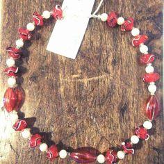 Perle e vetro rosso