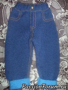 Вязаные джинсы для малышей. Knitting Patterns Boys, Baby Boy Knitting, Baby Girl Fashion, Kids Fashion, Toddler Jerseys, Toddler Pants, Baby Pants Pattern, Cute Baby Dresses, Baby Dungarees